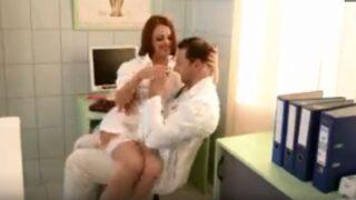 دكتور ينيك الممرضة في المستشفي ويلبي لها شهوتها