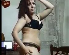 رقص موزة مصرية ممحونة ترقص لزوجها ليلة الخميس بالسنتيانة والكلوت