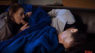 اخت تمص زب اخوها النائم وتجعله يتأوه من المتعة والإثارة سكس اخوات