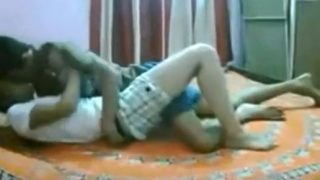 نيك مصري محارم الاخ واخته علي سرير الفراش بمفردهم في المنزل
