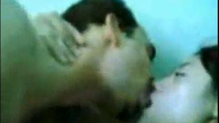 سخونة سكس مصرية تتناك من عشيقها بوس وأحضان