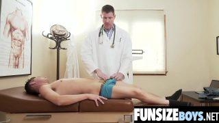 دكتور هيجان ينيك صبي مراهق – سكس في المستشفي